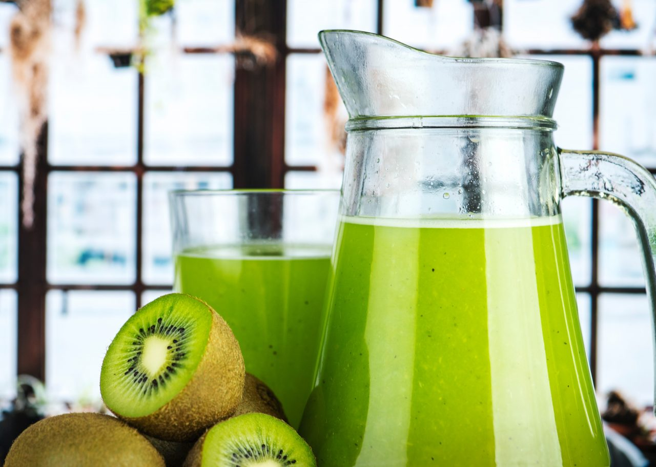 beneficios kiwi, kiwi beneficios, beneficios del zumo de kiwi